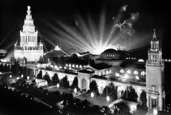 Panama-Pacific International Exposition. The Tower of Jewels is to the left, with the Scintillator lights behind. The Italian Tower is to the right. - Project Gutenberg eText 17625