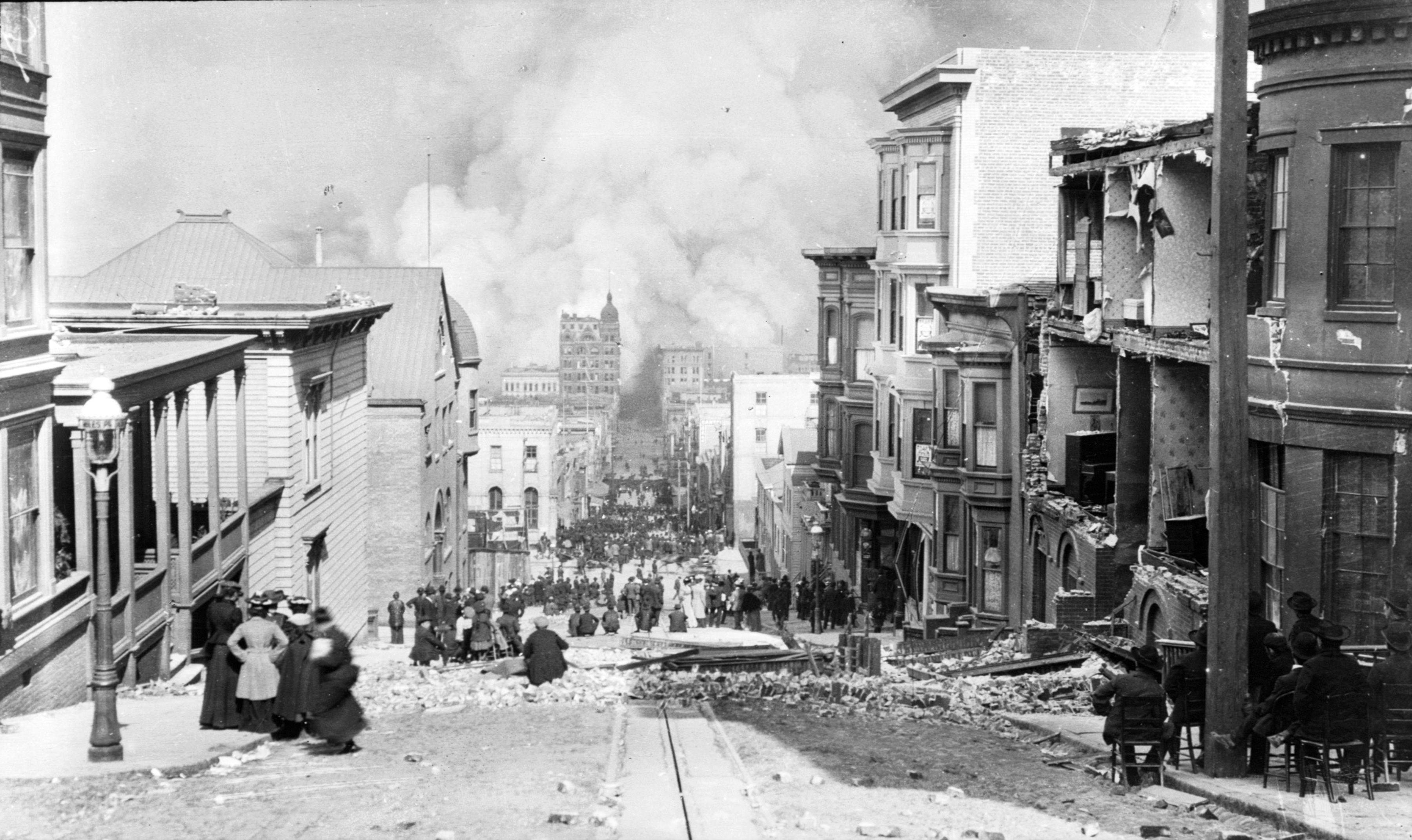 San Francisco fire after the 1906 earthquake, Sacramento Street, image by Arnold Genthe