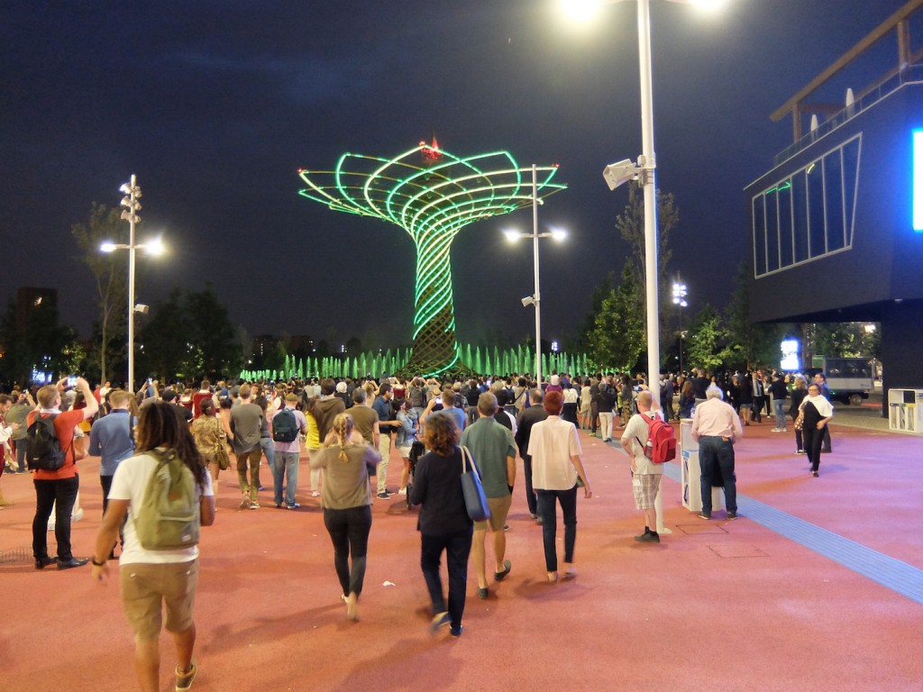 The 'Tree of Life' is a sound and light spectacle every evening that includes dancing waters and a techno soundtrack.